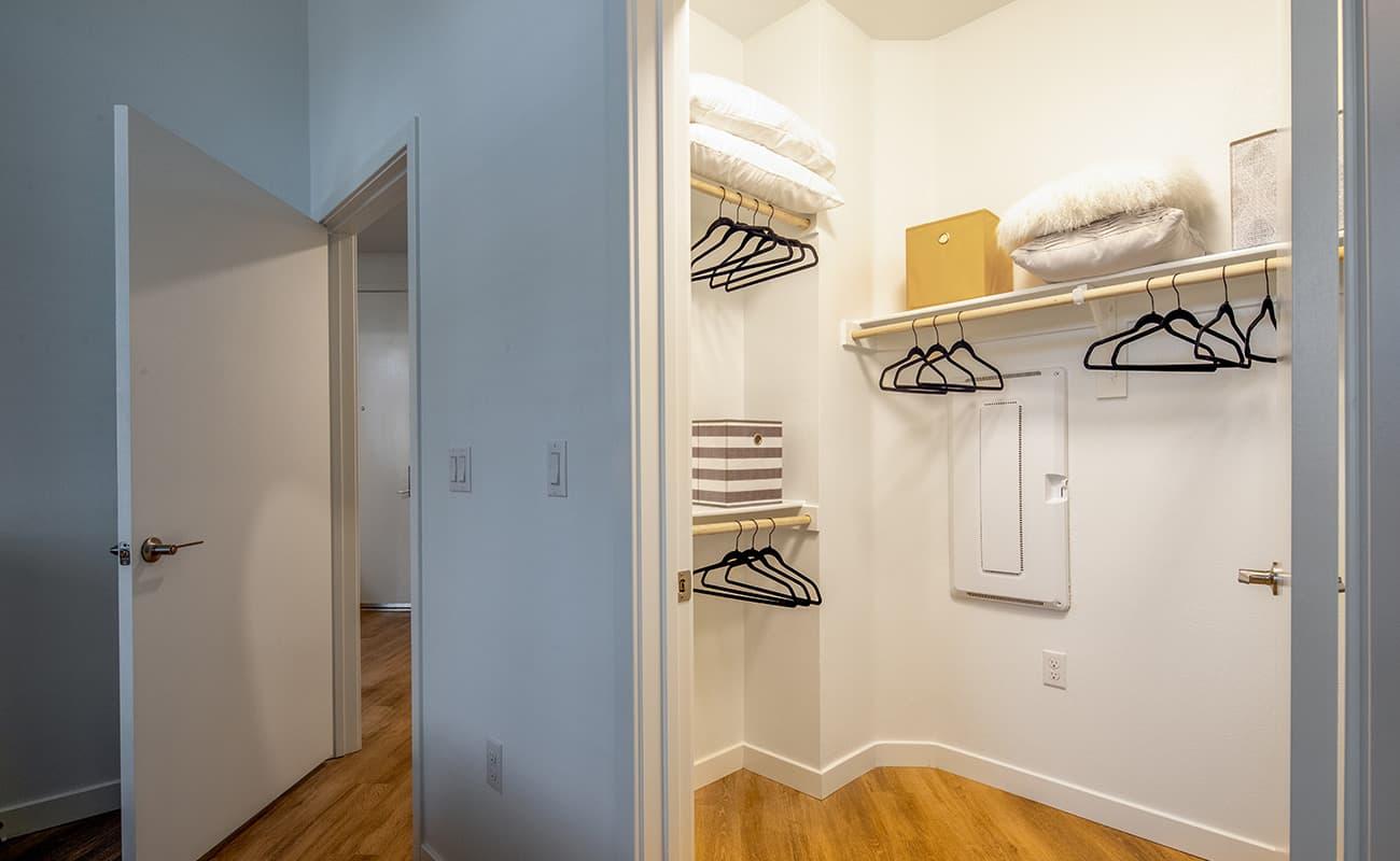 AmpliFi Plan A6: Walk-In Closet