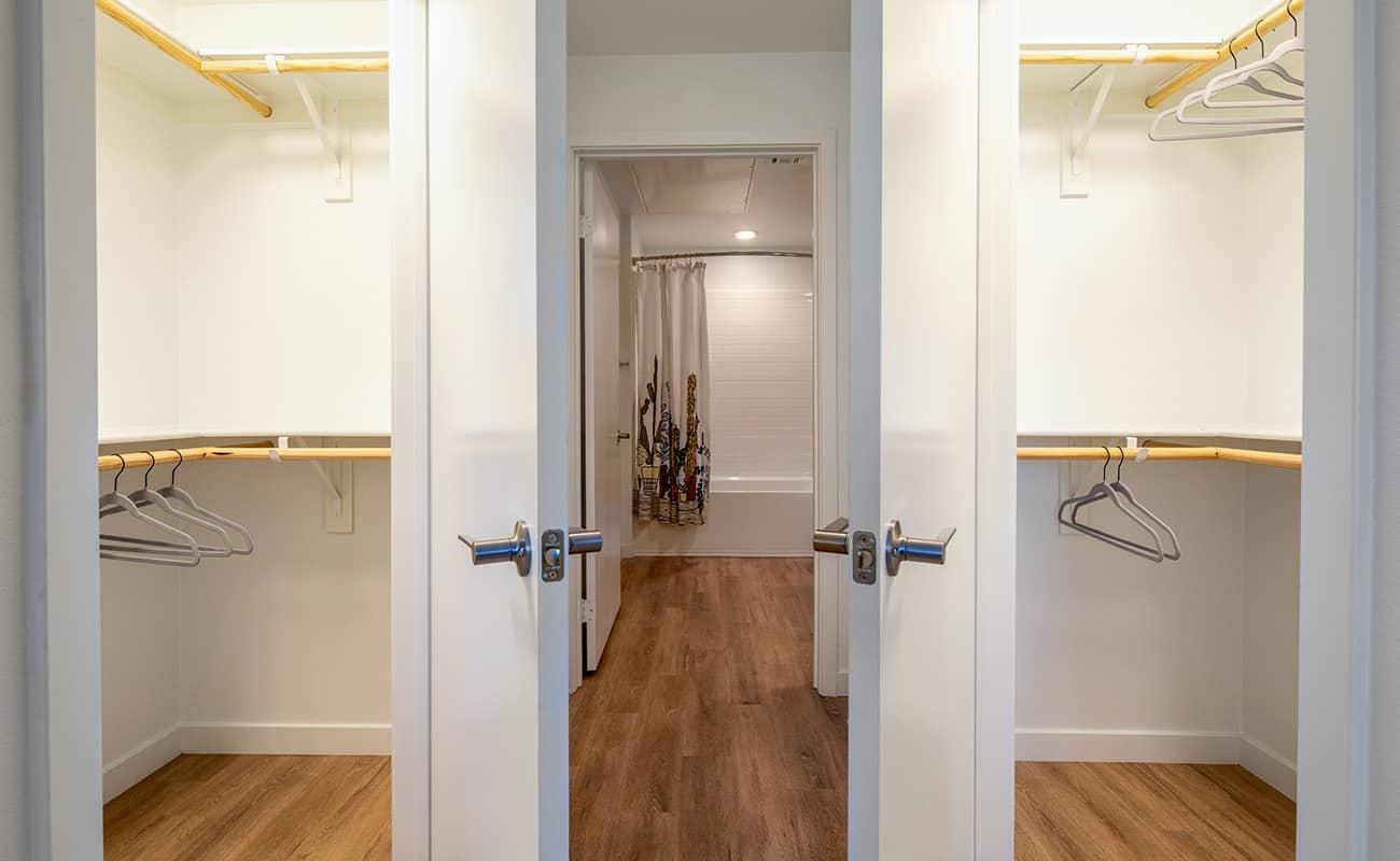 AmpliFi Plan B2: Bedroom 2 Walk-In Closets