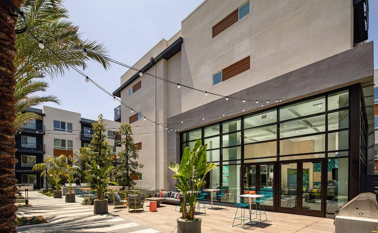 AmpliFi - Entertainment Courtyard